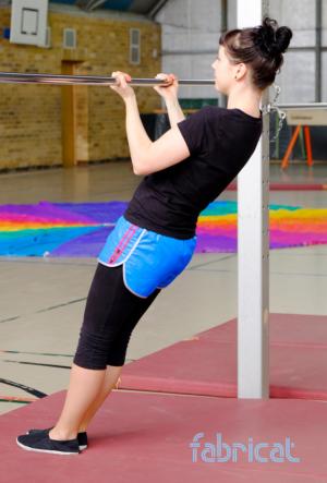 fabricat sprinter shorts hotpants sporthose damen retro 80er 80s damen nylon glanznylon shiny blau rosa
