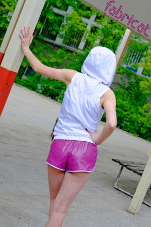 fabricat retro sprinter shorts glanznylon hotpants damen beere