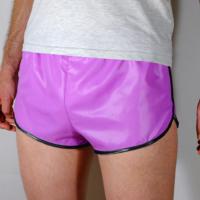 Retro Sprinter Shorts aus Glanznylon für Damen und Herren flieder + hellblau/schwarz/weiß