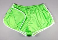 Retro Sprinter Shorts aus Glanznylon für Damen und Herren hellgrün weiß beinfrei tiefer Bund